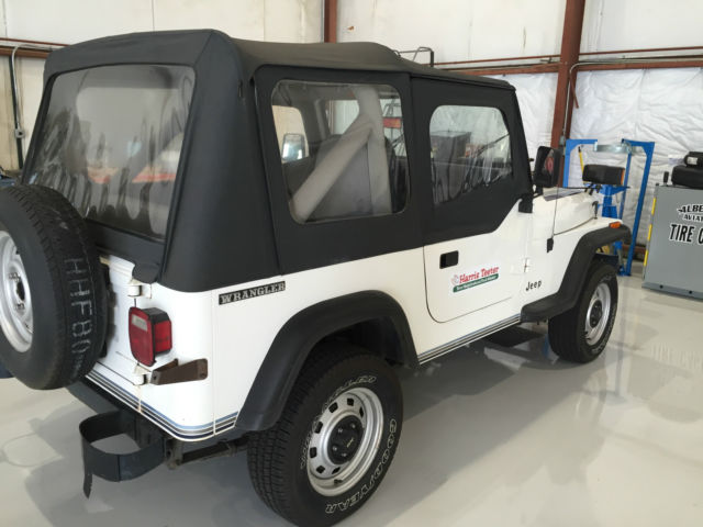 189 jeep wrangler yj 4wd with snow plow attachment classic jeep wrangler 1989 for sale. Black Bedroom Furniture Sets. Home Design Ideas