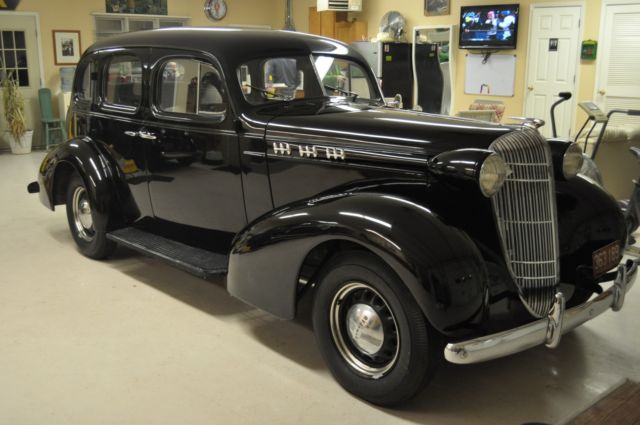 1936 oldsmobile touring sedan 4 door car classic for 1938 oldsmobile 2 door sedan