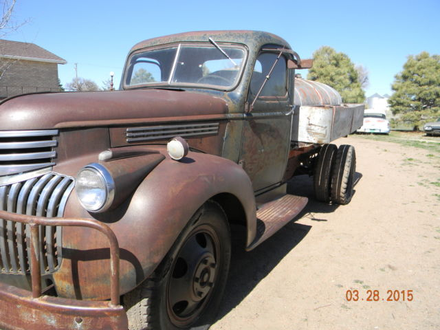1946 Chevrolet Truck With Vintage 1940 Commercial Fuel