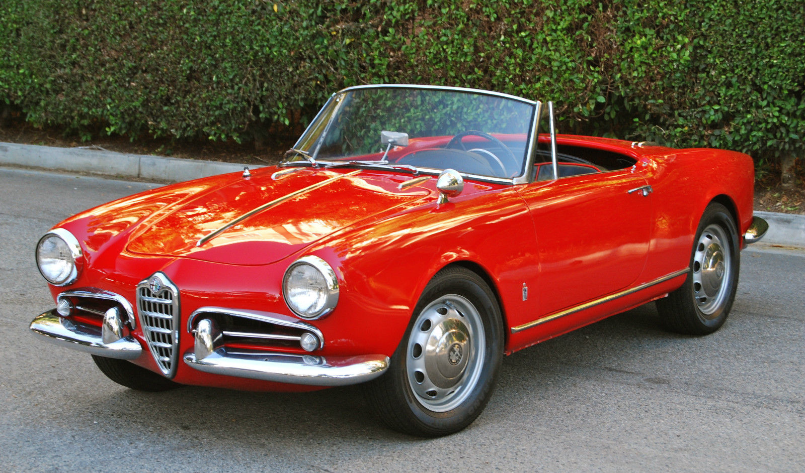 1961 alfa romeo giulietta spider 1600cc 5 speed absolute rust free restored classic alfa. Black Bedroom Furniture Sets. Home Design Ideas