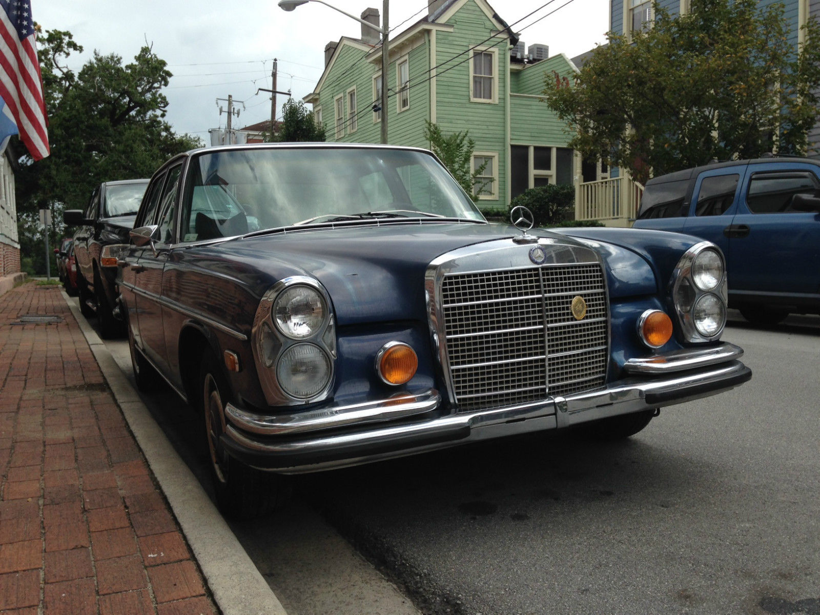 1968 mercedes benz 280se four door sedan navy blue for Mercedes benz 4 door