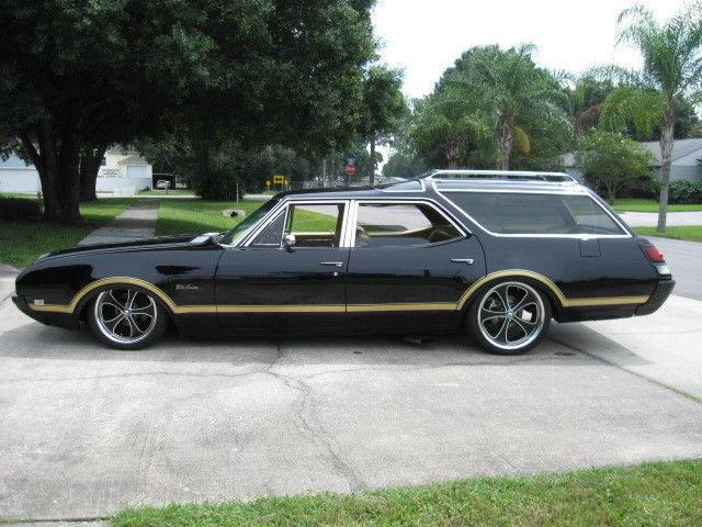 1969 Black Oldsmobile Vista Cruiser Wagon Air Ride 403 V8