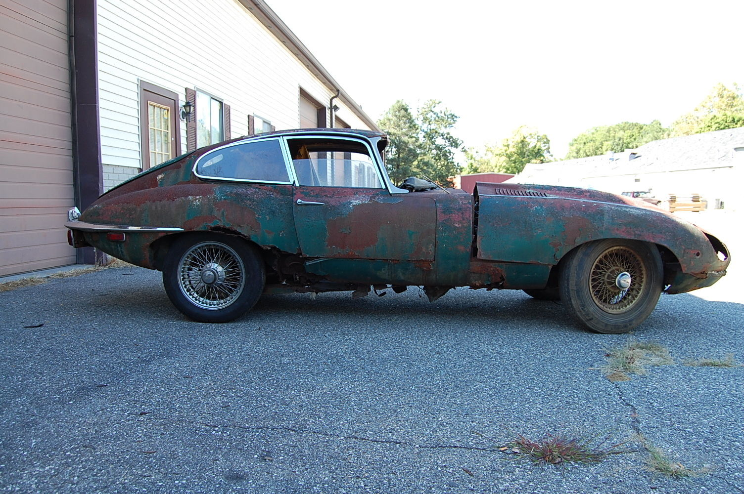 27746 1969 Jaguar Xke Series 2 Coupe Needs Restoration Includes Extra Front Bon in addition Ref 82 1977 Volkswagen Beetle Baja together with 3502 1969 vw single cab pickup together with Ford Sync Touch 800x384 Wallpaper 106afe676641e9b3 in addition 68880 Where How Find Out My Engine Size Year. on 1969 jaguar e type engine