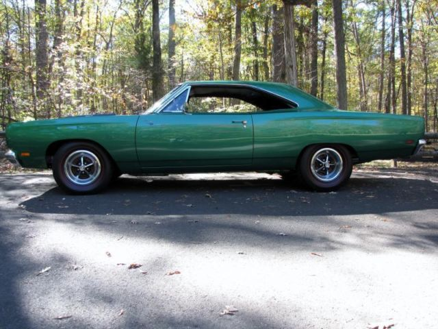 1969 plymouth roadrunner original rallye green car one of the1969 plymouth road runner