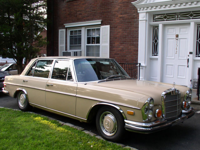 1973 mercedes benz 300sel 4 5 4 door sedan v 8 engine qqzz for Mercedes benz 4 door