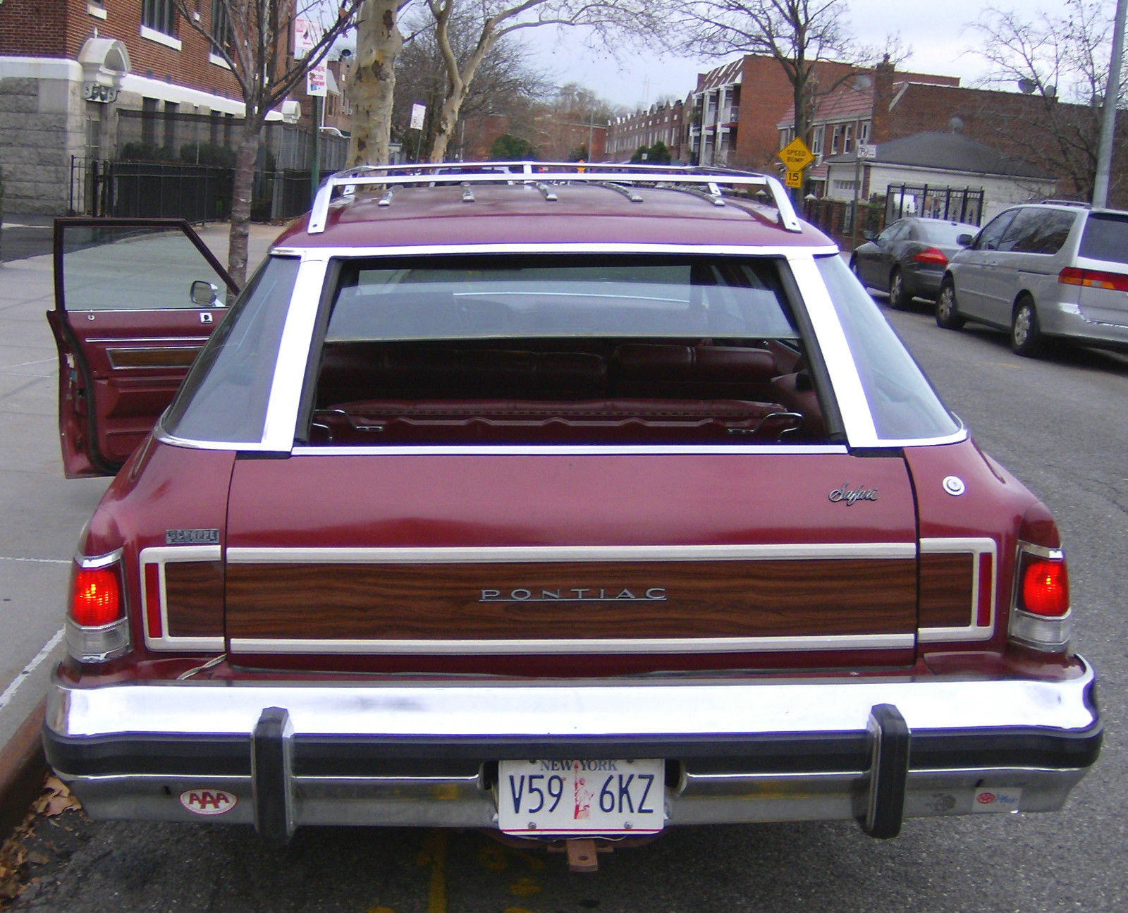 CC 241 076 1200 |1975 Catalina Station Wagon Buick