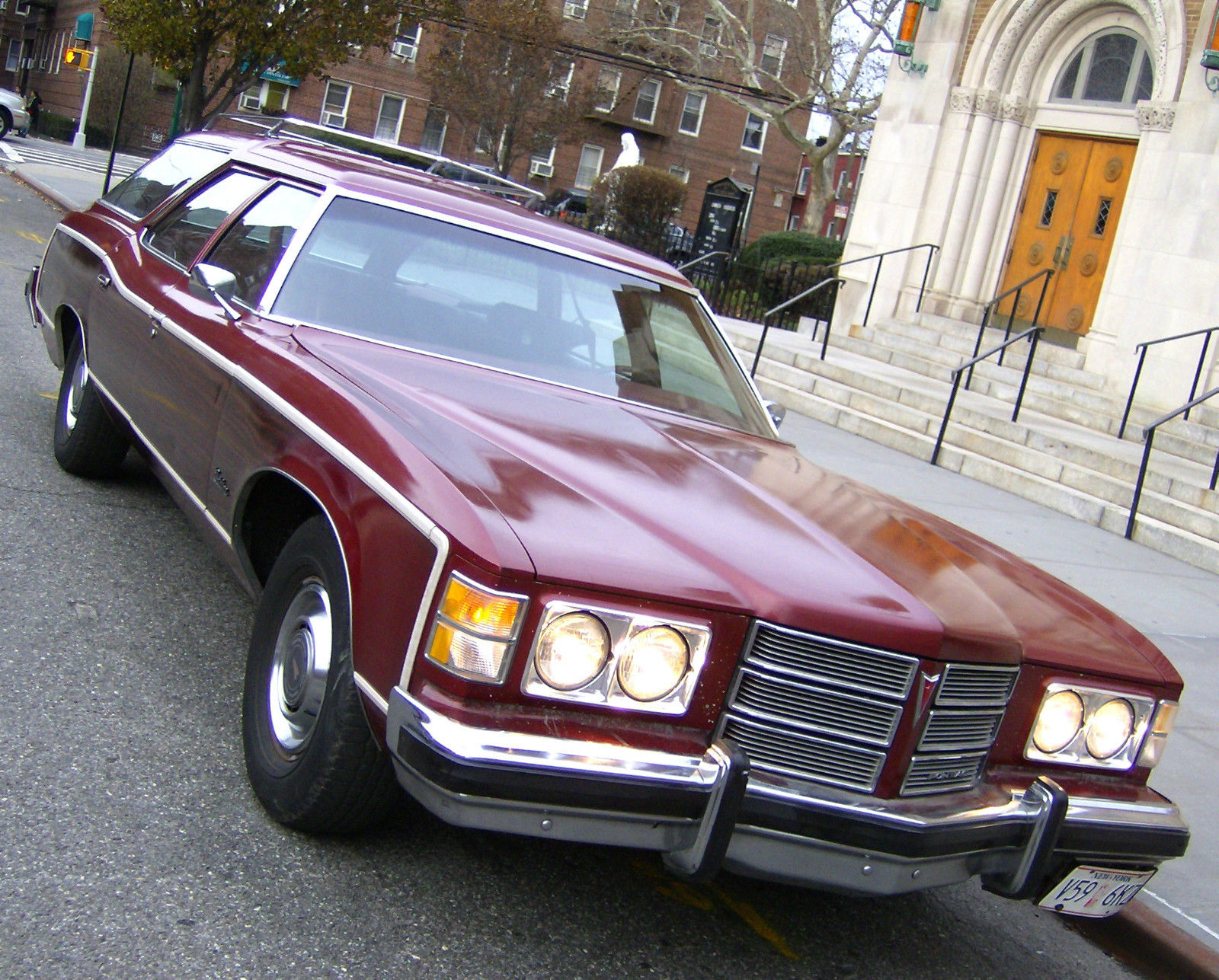 File:1975 Pontiac Grand Safari station wagon AACA Iowa-r ... |1975 Catalina Station Wagon Buick