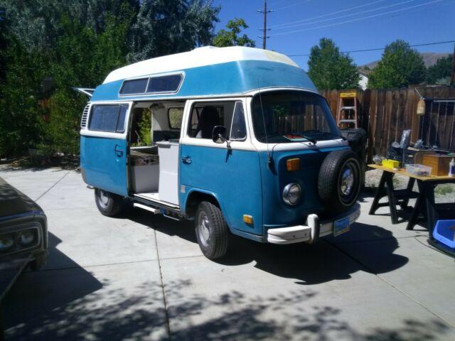 1975 Volkswagen hightop camper - Classic Volkswagen Bus