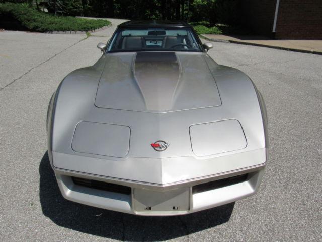 1982 corvette collectors edition with 20 thousand original miles classic chevrolet corvette. Black Bedroom Furniture Sets. Home Design Ideas