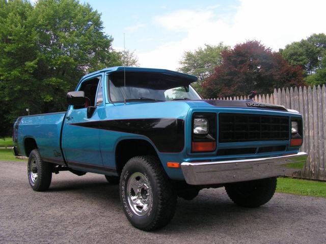 Dodge Ram W Pickup on 1991 Dodge Ram