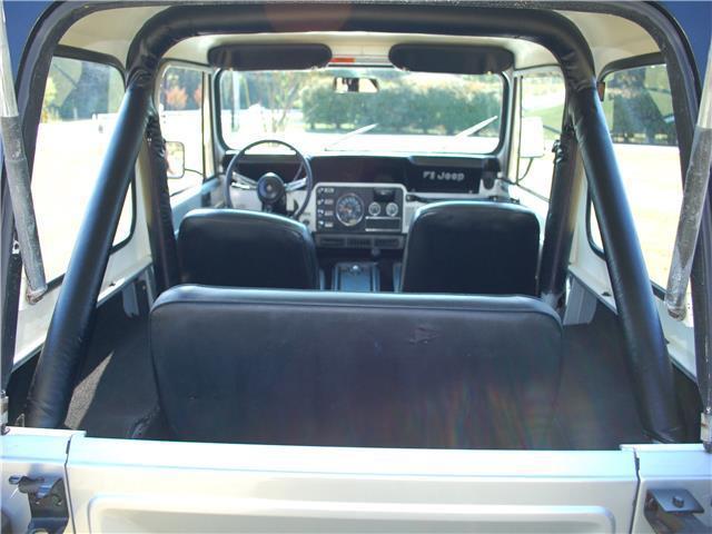 1982 jeep cj 4wd cj7 66 218 miles silver util 6 cylinder engine 4 2l 25 automati classic jeep. Black Bedroom Furniture Sets. Home Design Ideas