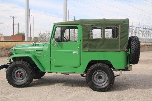 1982 TOYOTA FJ40 OPEN TOP, FRAME OFF RESTORED, 2F ENGINE