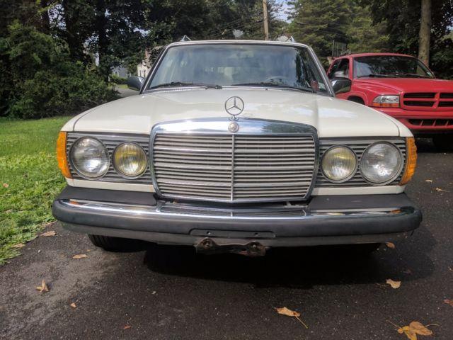 1982 white mercedes benz 300 td wagon turbo diesel 300 for Mercedes benz turbo diesel