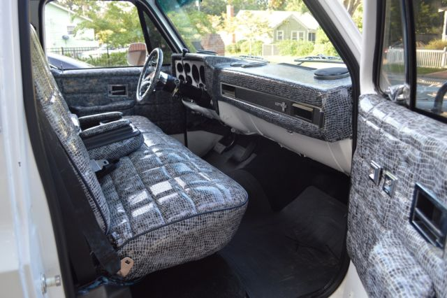 1983 chevrolet c10 custom brand new 28 rims two tone paint snake interior classic. Black Bedroom Furniture Sets. Home Design Ideas