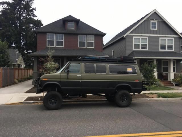1983 Ford E-150 Club Wagon - 4x4 Full Camper Conversion