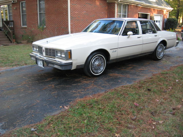 1983 Oldsmobile Delta 88 Royale Brougham Sedan 4 Door 5.0L 11000 Act. Miles    Classic Oldsmobile Eighty Eight 1983 For Sale