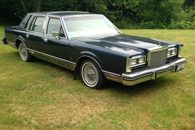 1984 lincoln town car signature series gold edition classic lincoln town car 1984 for sale. Black Bedroom Furniture Sets. Home Design Ideas