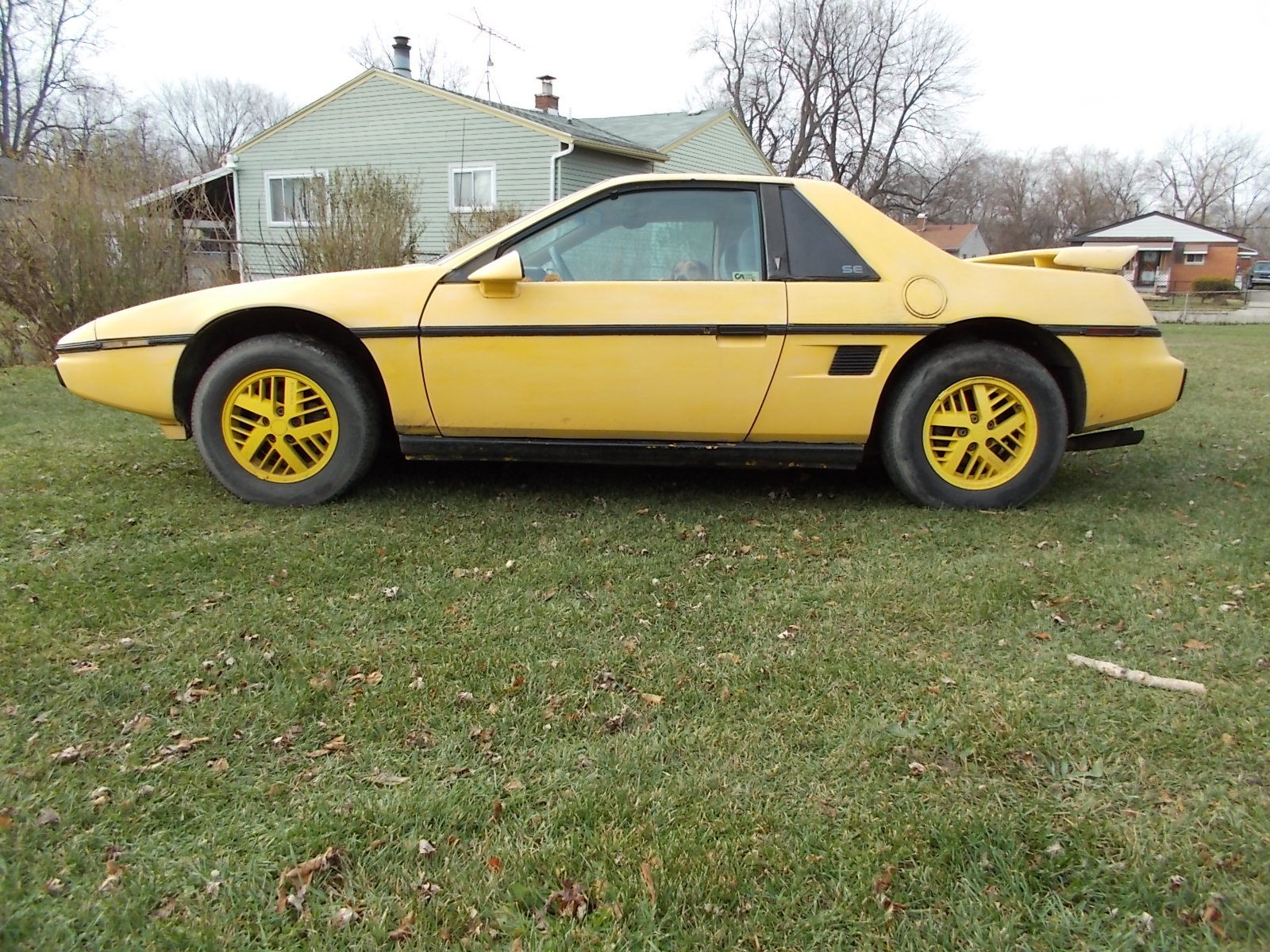 1984 pontiac fiero se coupe 2 door 2 5l automatic sunroof parts or rebuild classic pontiac. Black Bedroom Furniture Sets. Home Design Ideas