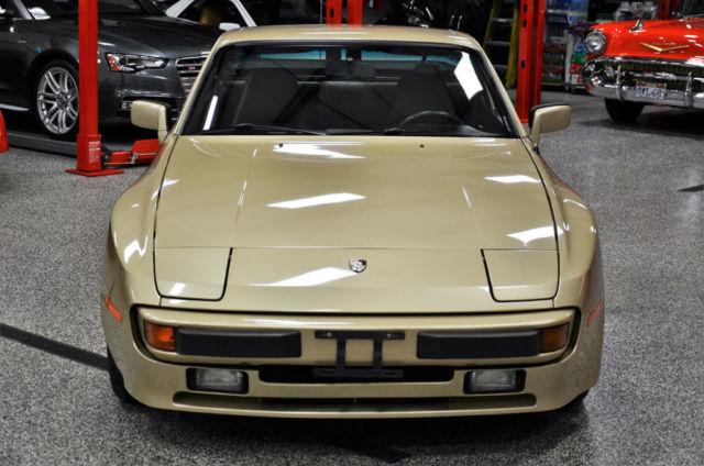 1984 porsche 944 2 owner all records from new awesome like 911 968 914 turbo classic porsche. Black Bedroom Furniture Sets. Home Design Ideas
