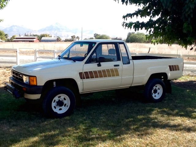 Seat Skins For Trucks >> 1984 Toyota SR5 Extended Cab 4x4 Pickup truck Pristine ...