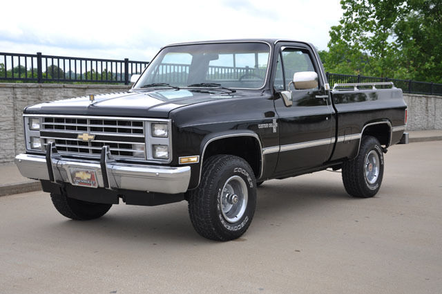 1985 Chevrolet K10 Shortbed 4x4 Pickup Truck Short Wide