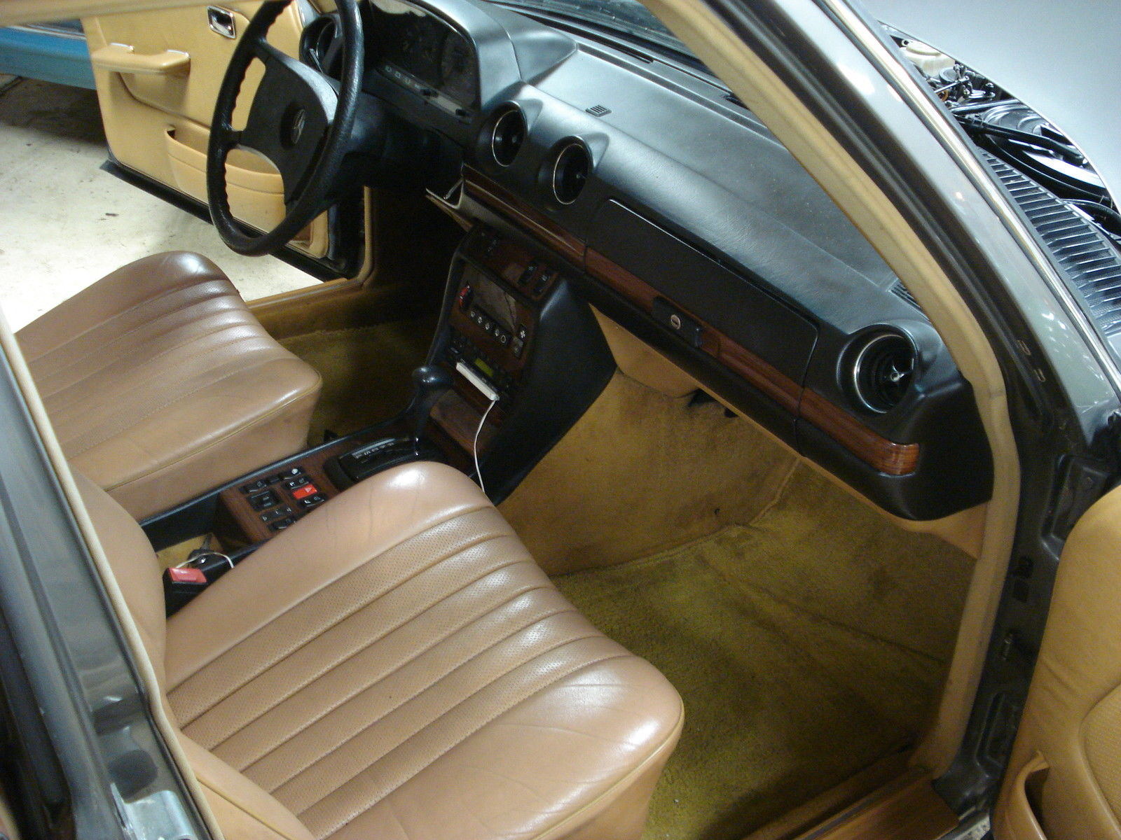 1985 mercedes 300d turbo diesel anthracite grey with palomino interior classic mercedes benz. Black Bedroom Furniture Sets. Home Design Ideas