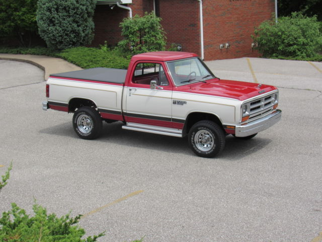 1986 dodge ram short bed 4x4 with 32 thousand original miles 1 family owned classic dodge. Black Bedroom Furniture Sets. Home Design Ideas