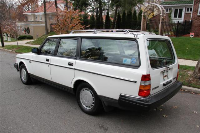 1986 Volvo 240 Dl Wagon 2 3l 4cyl Automatic 1 Owner Well Kept No