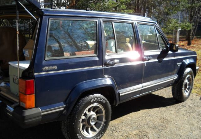 1987 jeep cherokee laredo clean solid runs and drives excellent classic jeep cherokee. Black Bedroom Furniture Sets. Home Design Ideas