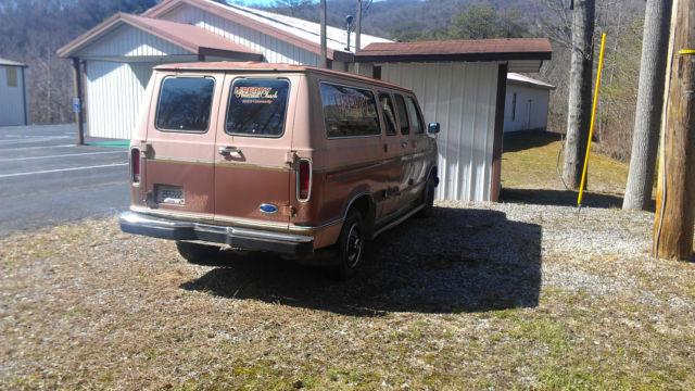 1988 Ford E-250 Econoline Club Wagon Van V8, 351 Engine