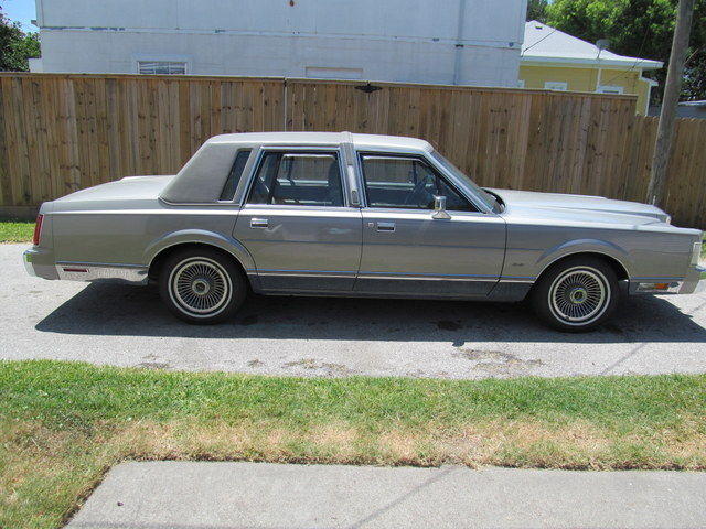 1988 lincoln town car cartier sedan 4 door 5 0l classic lincoln town car 1988 for sale. Black Bedroom Furniture Sets. Home Design Ideas