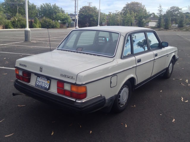 1988 Volvo 240 - 146,000 Miles - Lots of recent mainteance - Classic Volvo 240 1988 for sale