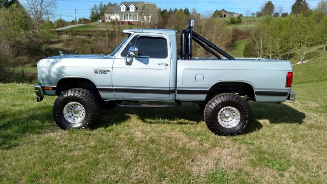 dodge ram   short bed restored lifted pickup awesome classic dodge  pickups