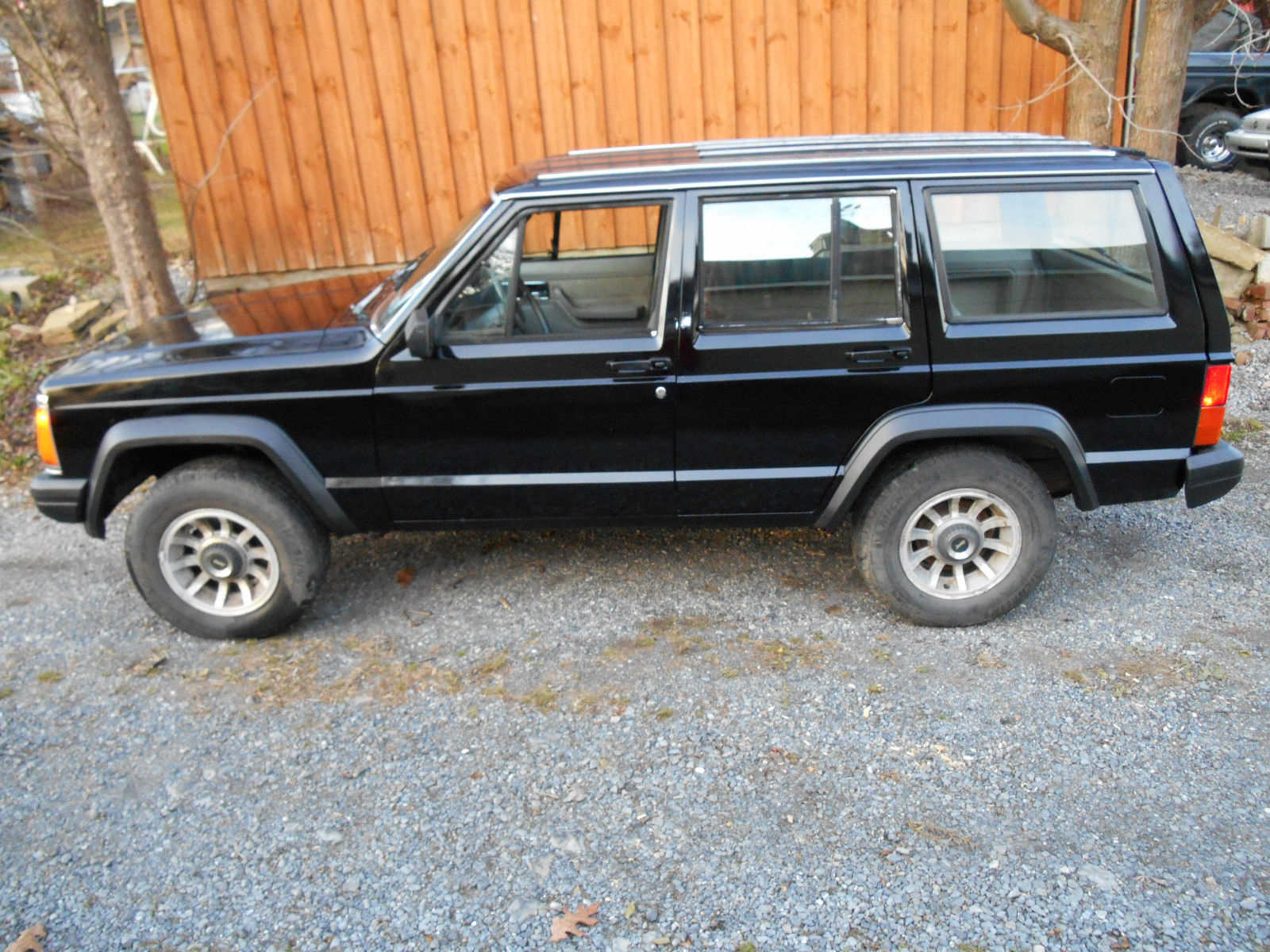 1989 jeep cherokee laredo xj 4 0l classic jeep cherokee 1989 for sale. Black Bedroom Furniture Sets. Home Design Ideas