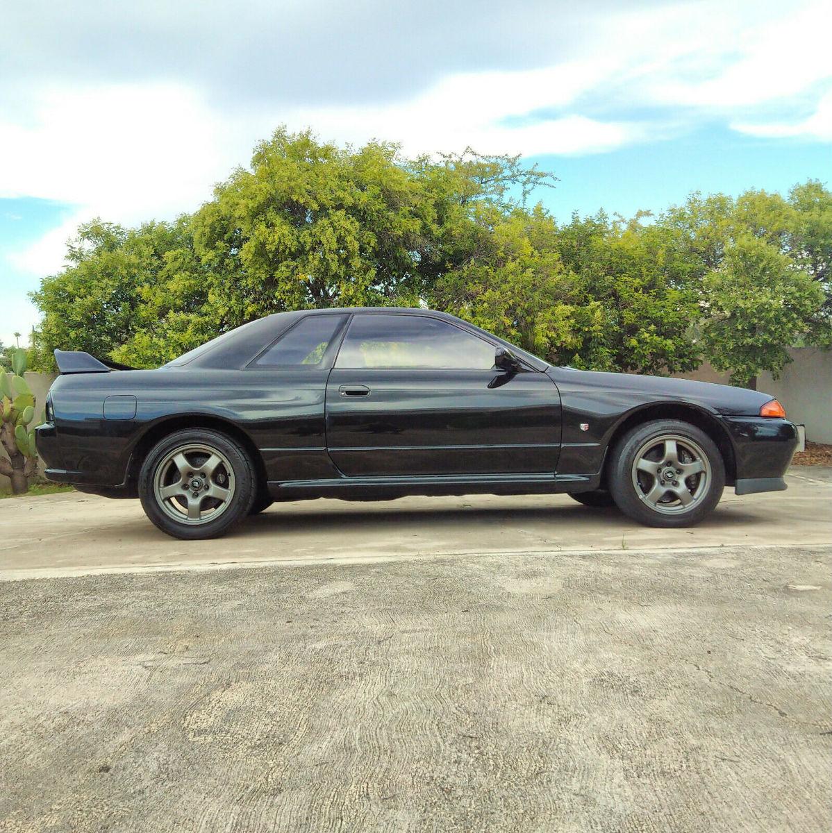 1989 Nissan Skyline GT-R R32 RHD OEM Black GTR
