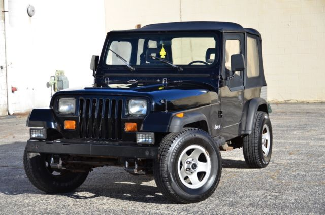 1990 jeep wrangler 4x4 5 speed 2 5l 4 cylinder clean must see classic jeep wrangler. Black Bedroom Furniture Sets. Home Design Ideas