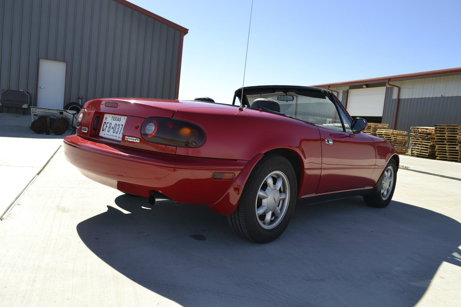 1990 mazda miata mx5 5 speed w hardtop low miles selling at no reserve classic mazda mx. Black Bedroom Furniture Sets. Home Design Ideas
