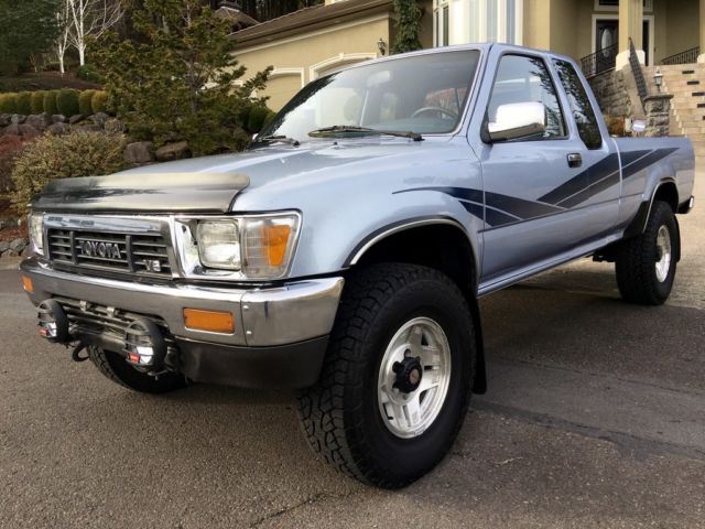 334130 1990 Toyota Pickup Extened Cab 4x4 Sr5 30l V6 5 Speed likewise New 2017 Toyota Ta a Sr5 Four Wheel Drive 4 Door Pickup 5tfdz5bn2hx022128 as well 2004 Toyota Ta a Lifted also Toyota 4runner Ta a And Tundra How To Replace Timing Belt And Water Pump 416083 likewise 230358 Gen 3 V6 Valve Cover Leak. on toyota tacoma oil change