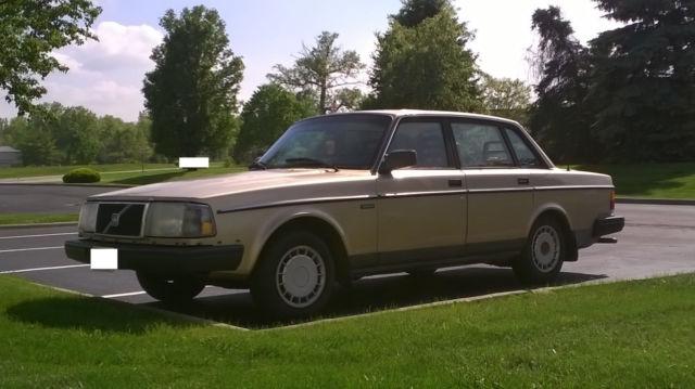 1990 volvo 240 dl sedan 4 door 2 3l beige gold classic volvo 240 1990 for sale. Black Bedroom Furniture Sets. Home Design Ideas