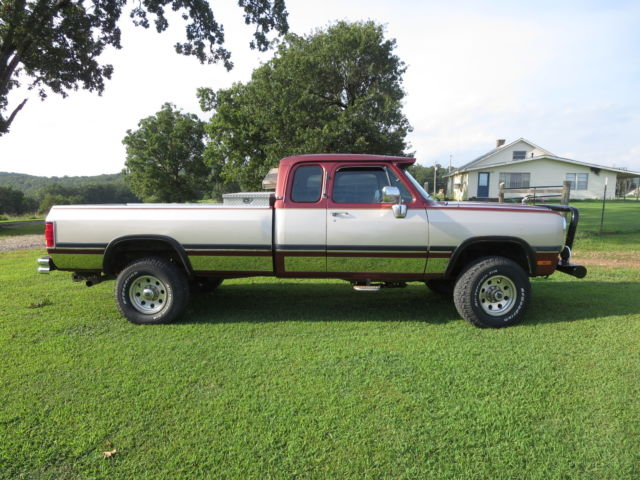 1992 dodge w250 cummins diesel 4x4 extended cab auto transmission very nice classic dodge. Black Bedroom Furniture Sets. Home Design Ideas