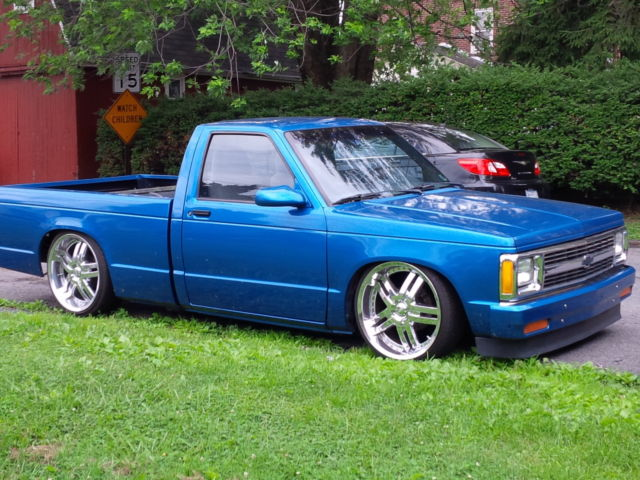 S Custom Lowrider Air Bagged Dropped on 2000 Chevy Blazer Interior