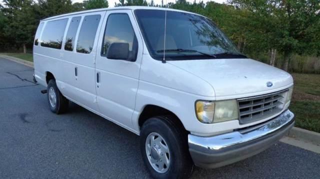 White Passenger Van 1993 Ford E-350...