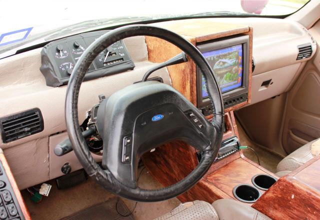 1993 Ford Explorer Xlt Jurassic Park Jungle Tour Replica