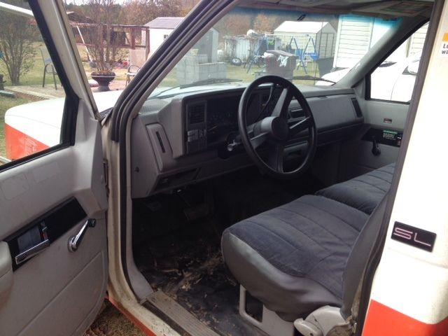 1994 GMC 3500 box truck/U Haul type bed with ramp.. Runs ...