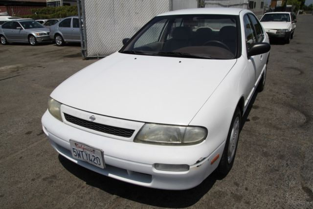 1994 nissan altima gxe 108k low miles automatic 4 cylinder no reserve classic nissan altima. Black Bedroom Furniture Sets. Home Design Ideas