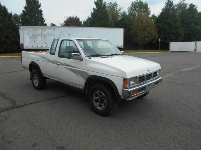 1994 Nissan Pickup Xe Extended Cab Pickup 2 Dr 4wd 5 Speed