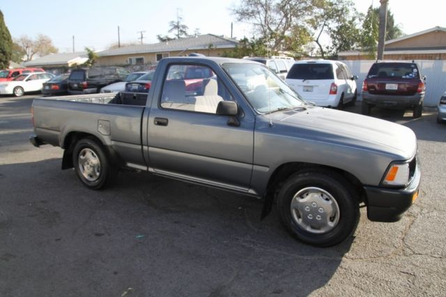 1994 toyota pickup 106k low miles 5 speed manual 4 cylinder no reserve classic toyota pickup. Black Bedroom Furniture Sets. Home Design Ideas