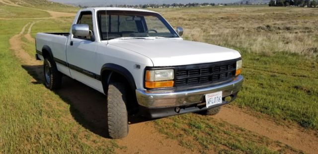 X With Camper Shell Runs Drives No Problems Well Taken Care Off Great Pickup on 1991 Dodge Dakota Sport Truck White