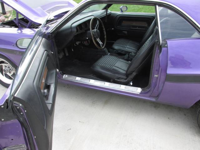 70 dodge challenger rt 440 4 speed purple black interior js23nob classic dodge challenger 1970 for Black dodge challenger with red interior