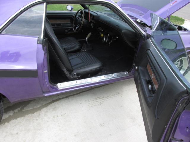 70 dodge challenger rt 440 4 speed purple black interior js23nob classic dodge challenger 1970. Black Bedroom Furniture Sets. Home Design Ideas